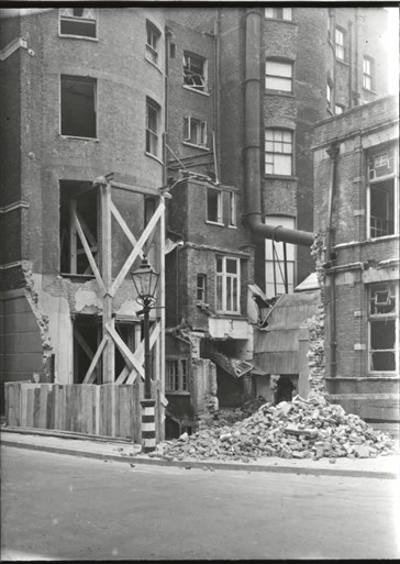 Photo:105 Baker Street, September 1940