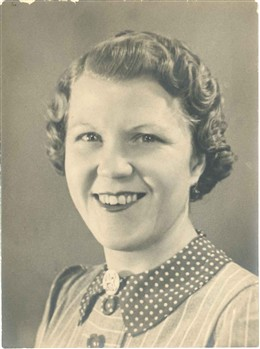 Photo:Doris, aged 26, in 1943