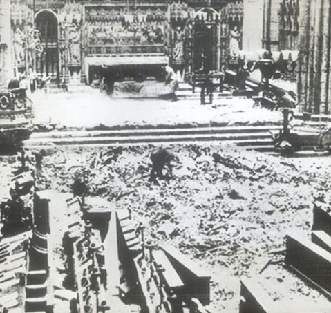 Photo:Westminster Abbey High Altar: debris from collapsed Lantern Roof, 11 May 1941