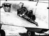 Photo:Sgt Ray Holmes and Hurricane fighter
