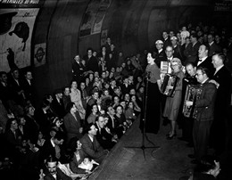 Photo:Musicians entertain the public at Aldwych station during the Blitz