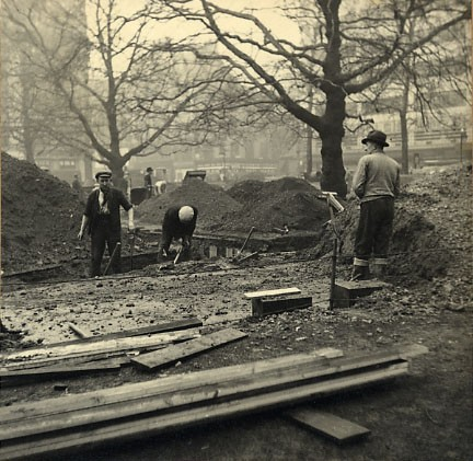 Photo:Construction of the trench shelter in Leicester Square in February, 1940